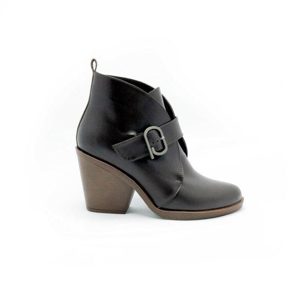 Ботинки женские казаки кожаные черные, осень зима