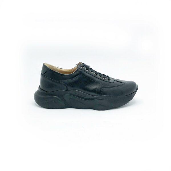 Кожаные черные женские кроссовки на утолщенной стильной подошве