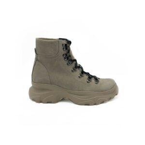 Женские замшевые ботинки бежевые на утолщенной подошве на шнуровке