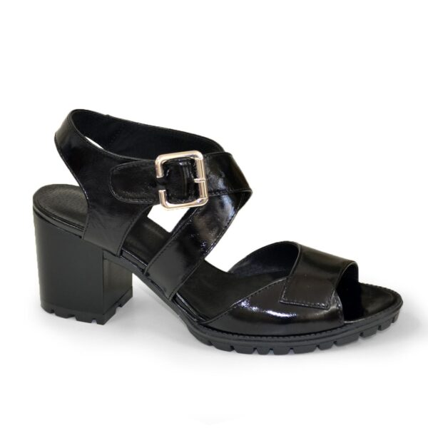 Женские черные лаковые босоножки на устойчивом каблуке