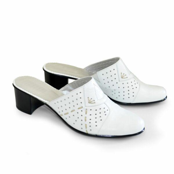 Сабо женские кожаные белого цвета на не высоком каблуке