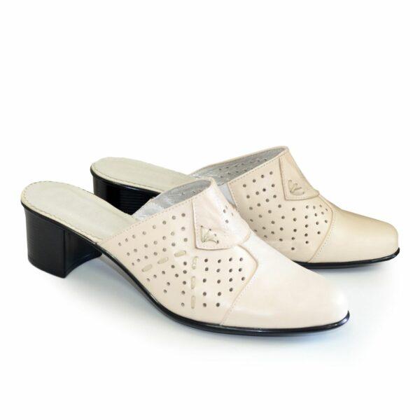 Сабо женские кожаные бежевого цвета на не высоком каблуке