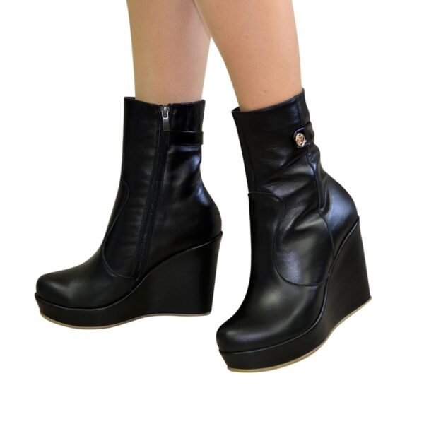 Ботинки черные женские кожаные зимние на устойчивой платформе