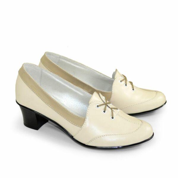 Женские комбинированные туфли на невысоком каблуке, декорированы шнуровкой