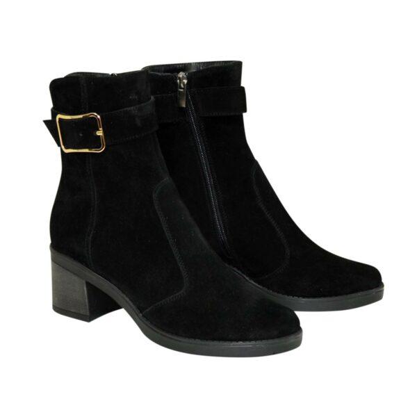 Ботинки черные женские замшевые демисезонные, декорированы ремешком