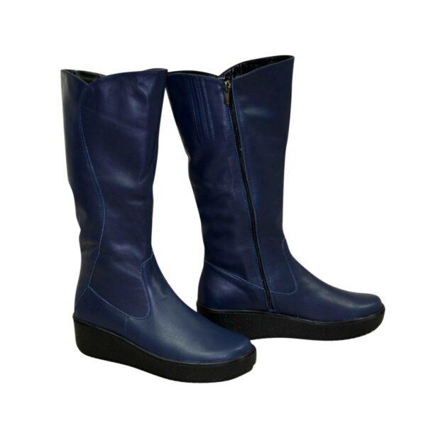 Женские кожаные зимние сапоги на невысокой танкетке, цвет синий