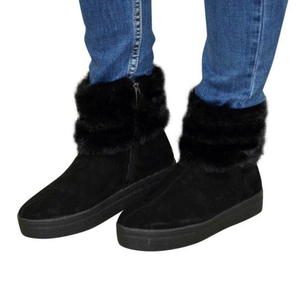 Зимние женские замшевые ботинки на утолщенной подошве, декорированы мехом