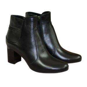 Женские классические кожаные зимние полуботинки на невысоком каблуке
