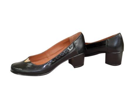 Женские кожаные туфли на невысоком каблуке классического пошива