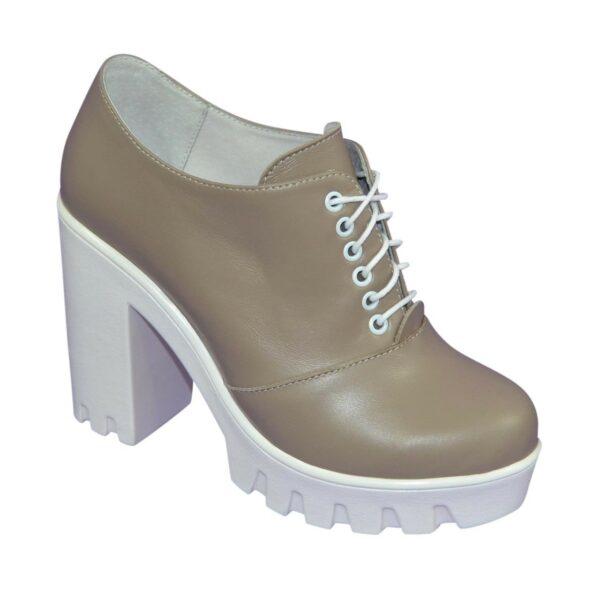 Женски кожаные туфли на тракторной подошве, на шнуровке