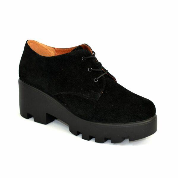 Стильные замшевые женские туфли на тракторной подошве