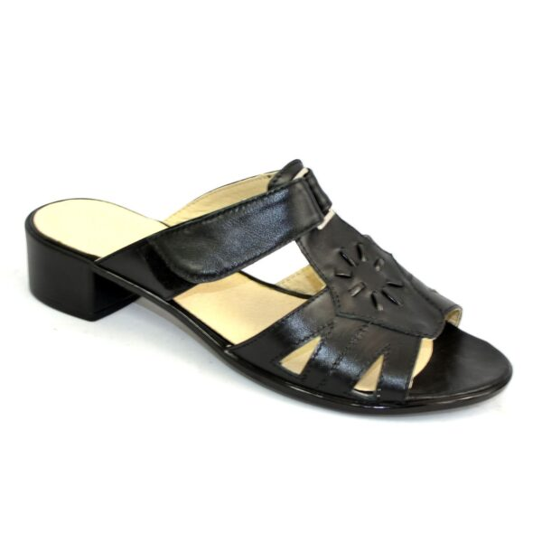 Женские кожаные черные босоножки на невысоком каблуке