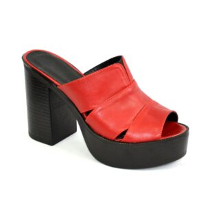 Женские сабо на высоком устойчивом каблуке, из натуральной кожи красного цвета