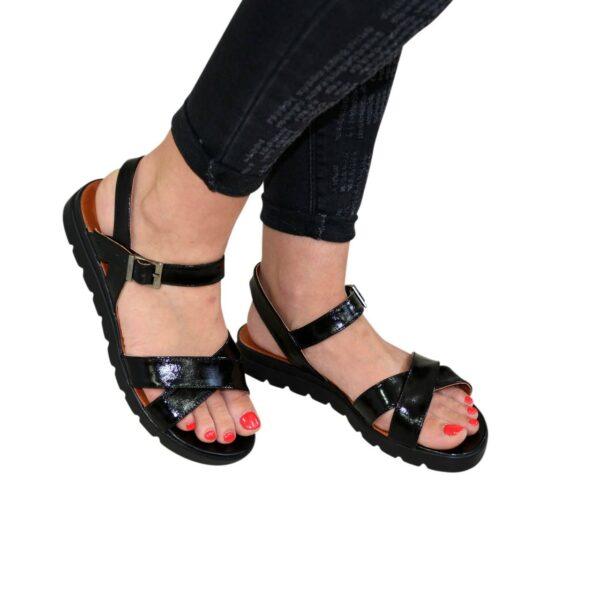 Женские лаковые босоножки на утолщенной подошве, черный цвет