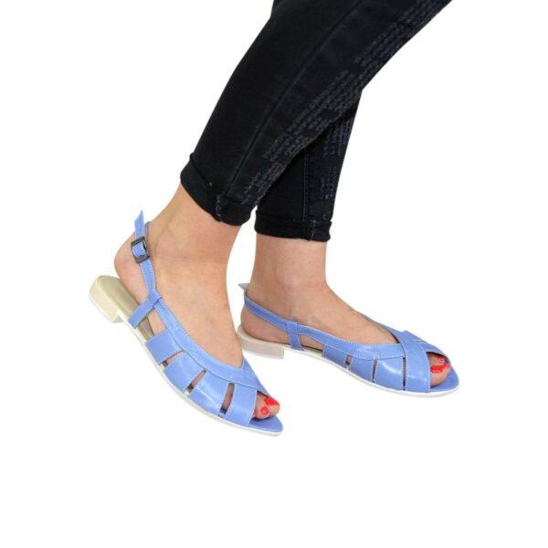Женские голубые кожаные босоножки на низком ходу
