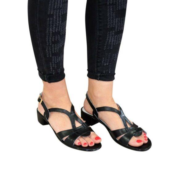 Женские черные  кожаные босоножки на невысоком каблучке