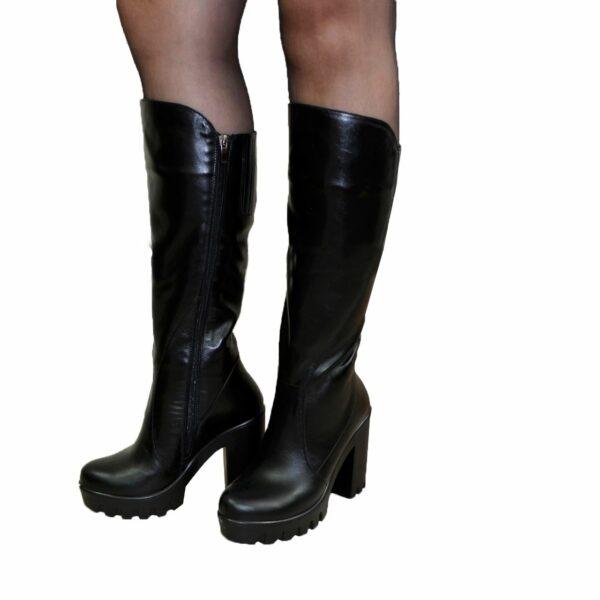 Женские кожаные демисезонные сапоги на высоком устойчивом каблуке, цвет черный