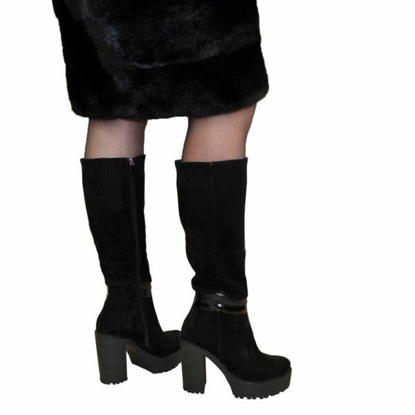 Женские демисезонные замшевые сапоги на тракторной подошве высокий каблук