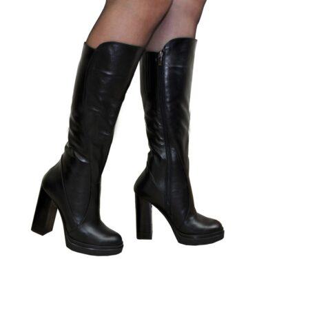 Женские зимние кожаные сапоги на высоком каблуке