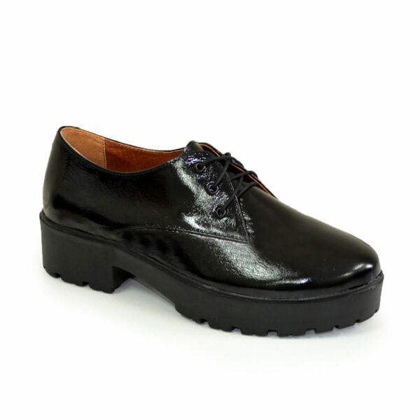 Женские лаковые туфли на утолщенной подошве на шнуровке