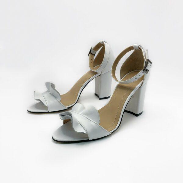 Белые босоножки женские кожаные на высоком каблуке