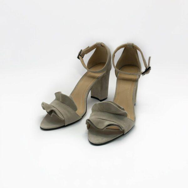 Замшевые женские босоножки на высоком устойчивом каблуке цвет беж