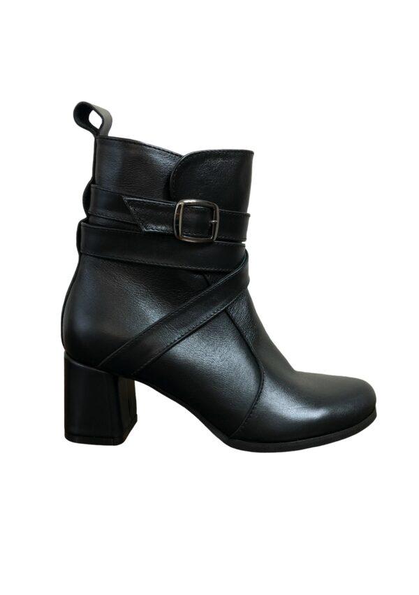 Женские ботинки черные кожаные на устойчивом обтяжном каблуке