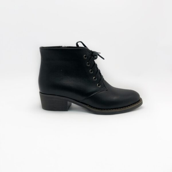 Ботинки женские кожаные черные на небольшом каблуке