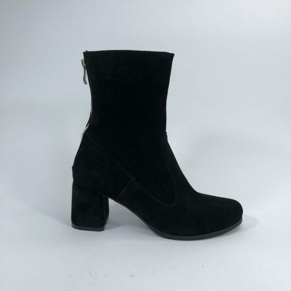 Ботинки женские замшевые черные на обтяжном каблуке