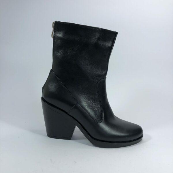 Казаки женские кожаные черные