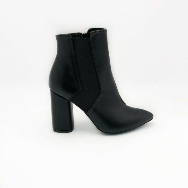 Ботинки женские кожаные черные на высоком обтяжном каблуке