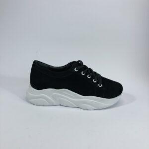 Женские замшевые кроссовки черные на белой танкетке