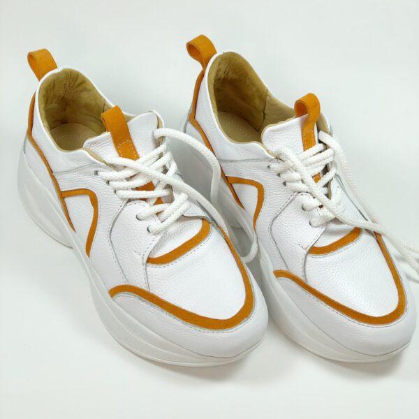 Женские кроссовки из натуральной белой кожи вставки оранжевый замш