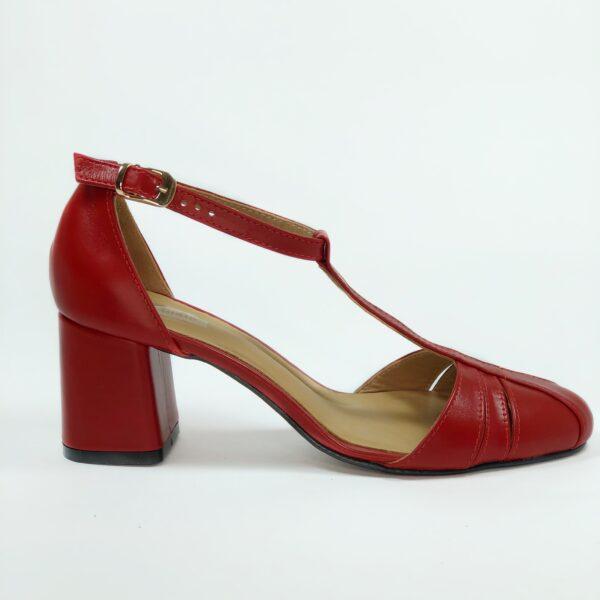 Босоножки женские кожаные красные на устойчивом обтяжном каблуке