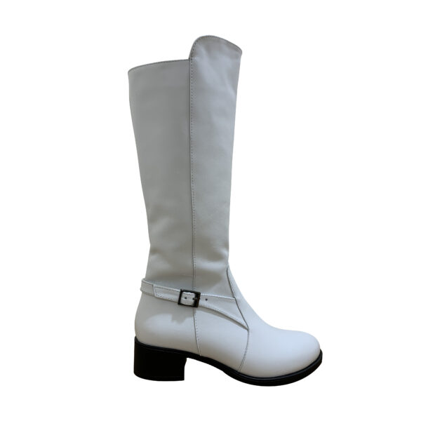 Женские белые кожаные сапоги на невысоком устойчивом каблуке