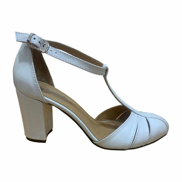 Женские белые босоножки из натуральной кожи на высоком устойчивом каблуке