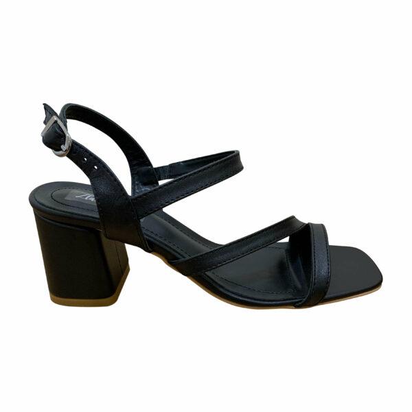 Женские босоножки из натуральной кожи черного цвета на устойчивом каблуке