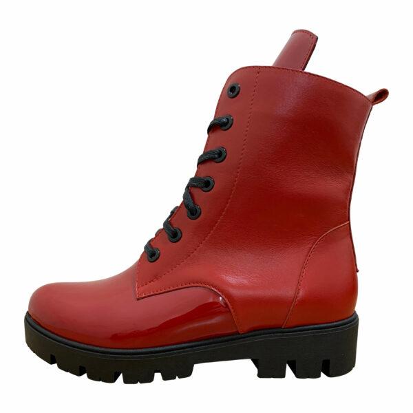 Женские ботинки красные из натуральной кожи и лака на тракторной подошве
