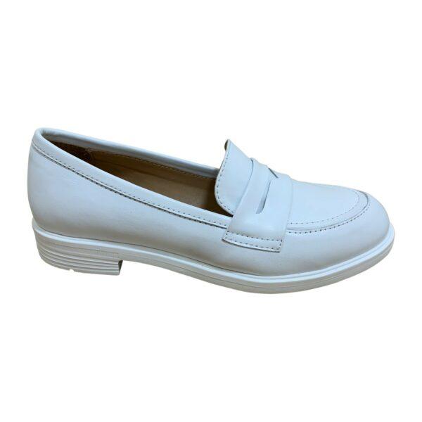 Женские белые кожаные туфли на низком ходу