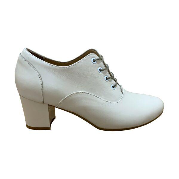 Женские туфли кожаные бежевые на устойчивом каблуке
