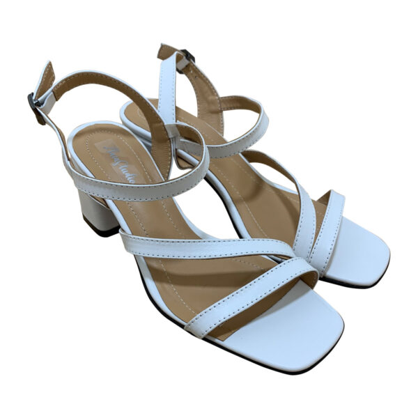 Женские белые кожаные босоножки на удобном каблуке