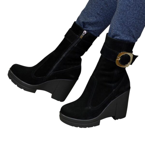 Зимние ботинки женские замшевые на высокой устойчивой платформе