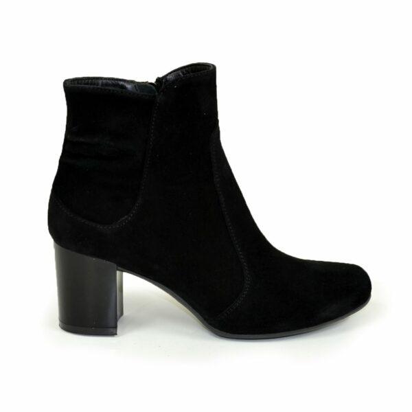 Полуботинки женские замшевые зимние на невысоком каблуке, черный цвет