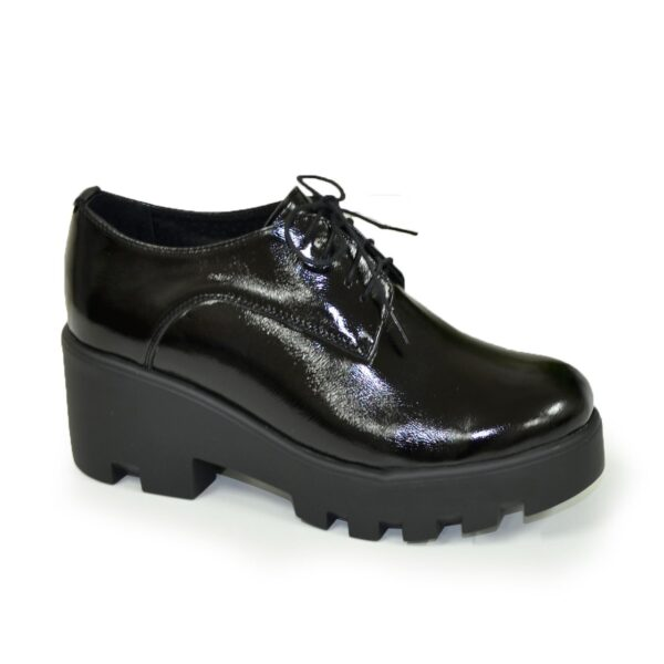 Женские лаковые туфли на утолщенной подошве, черный цвет