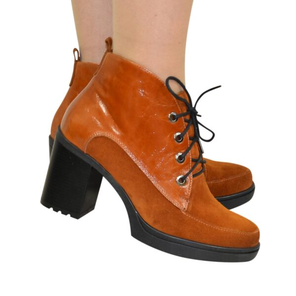 Стильные женские рыжие ботинки зимние на устойчивом каблуке