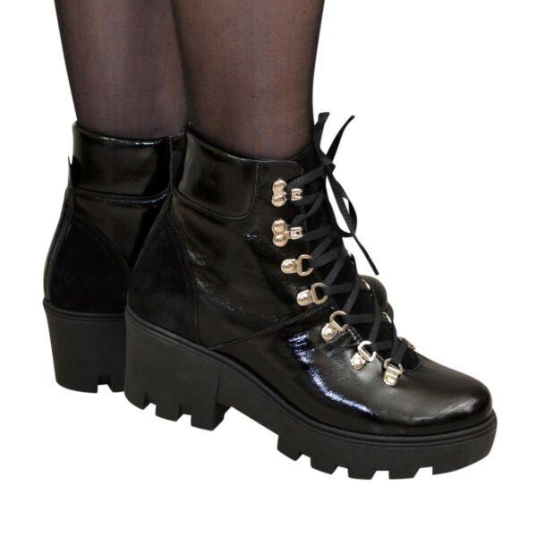 Ботинки женские лаковые демисезонные на шнуровке